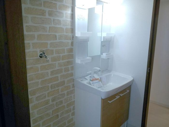 洗面所の壁紙張替え
